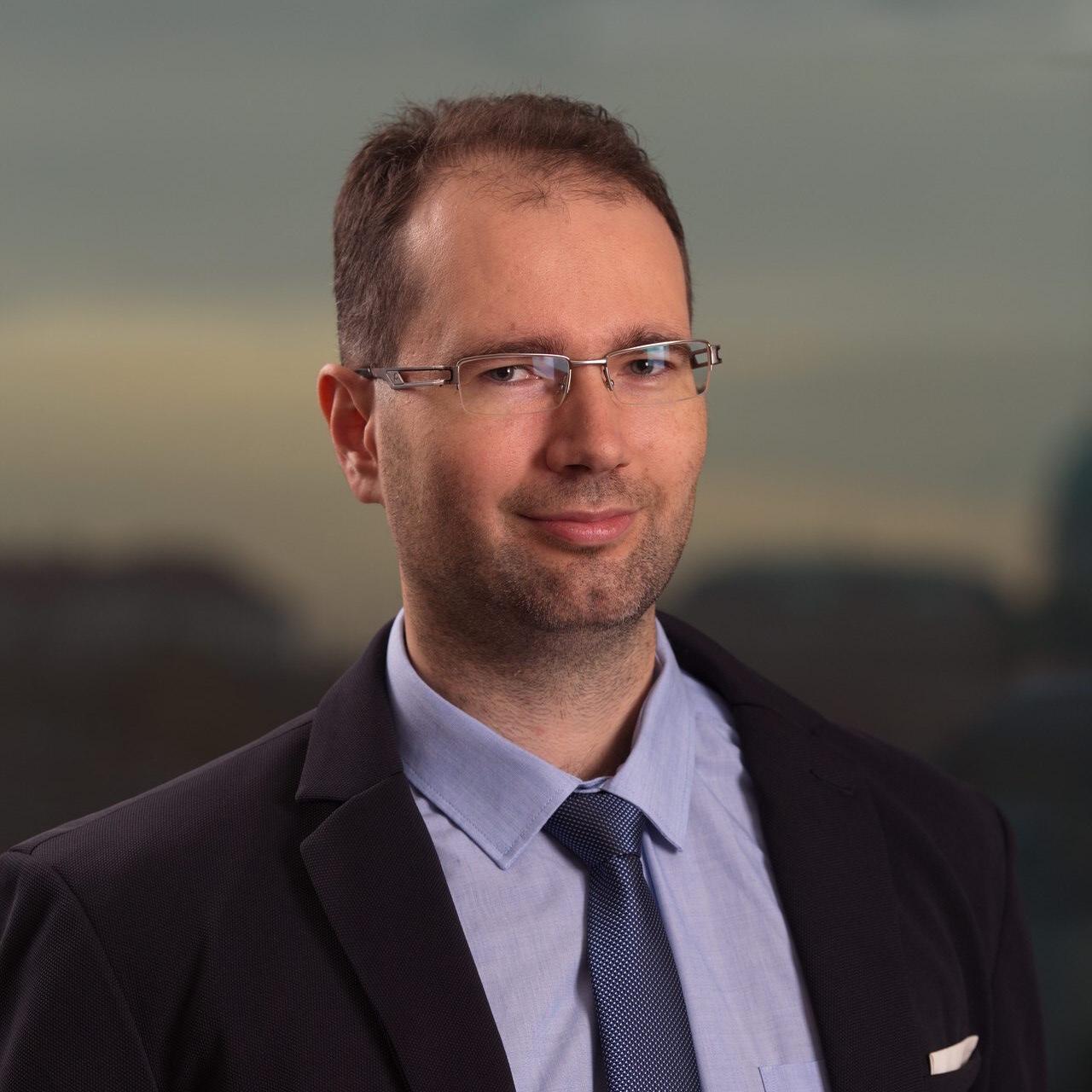 József Soltész Headshot