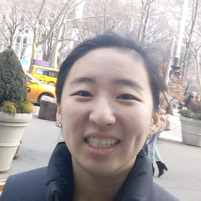 Alexis Lee Headshot